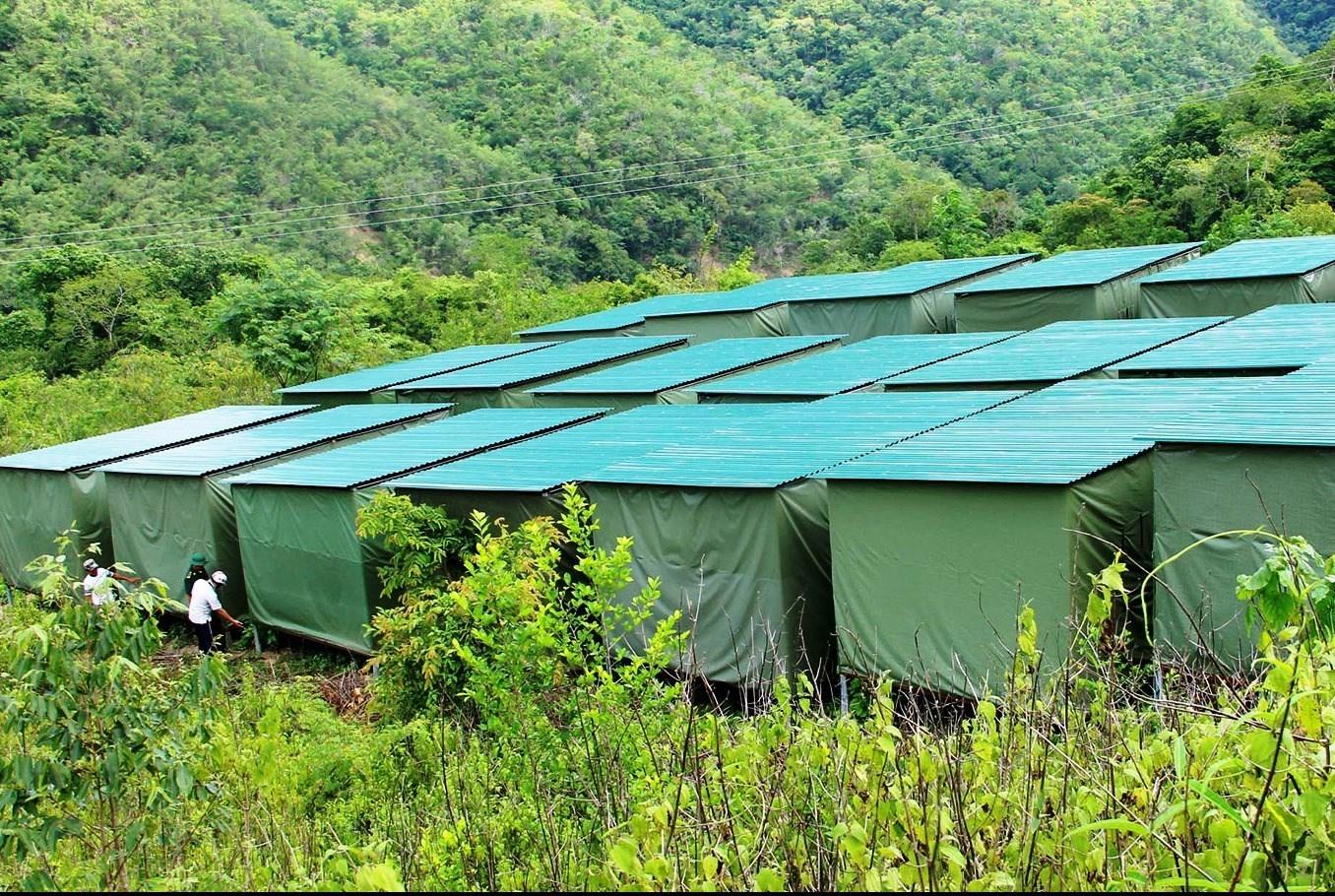 Người dân các xã Mường Típ, Mường Ải được hỗ trợ xây dựng nhà tạm để di dời khi có mưa bão