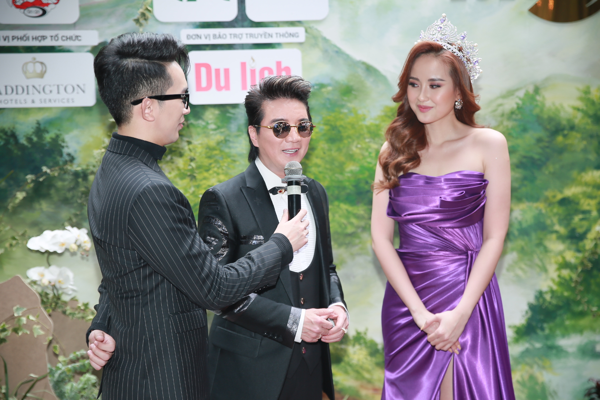 Ca sĩ Đàm Vĩnh Hưng tham dự phỏng vấn họp báo cùng hoa hậu Ngân Khánh