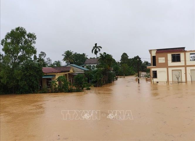 Nhiều khu vực dân cư của tỉnh Quảng Trị bị ngập sâu trong nước. Ảnh: Thanh Thủy/TTXVN