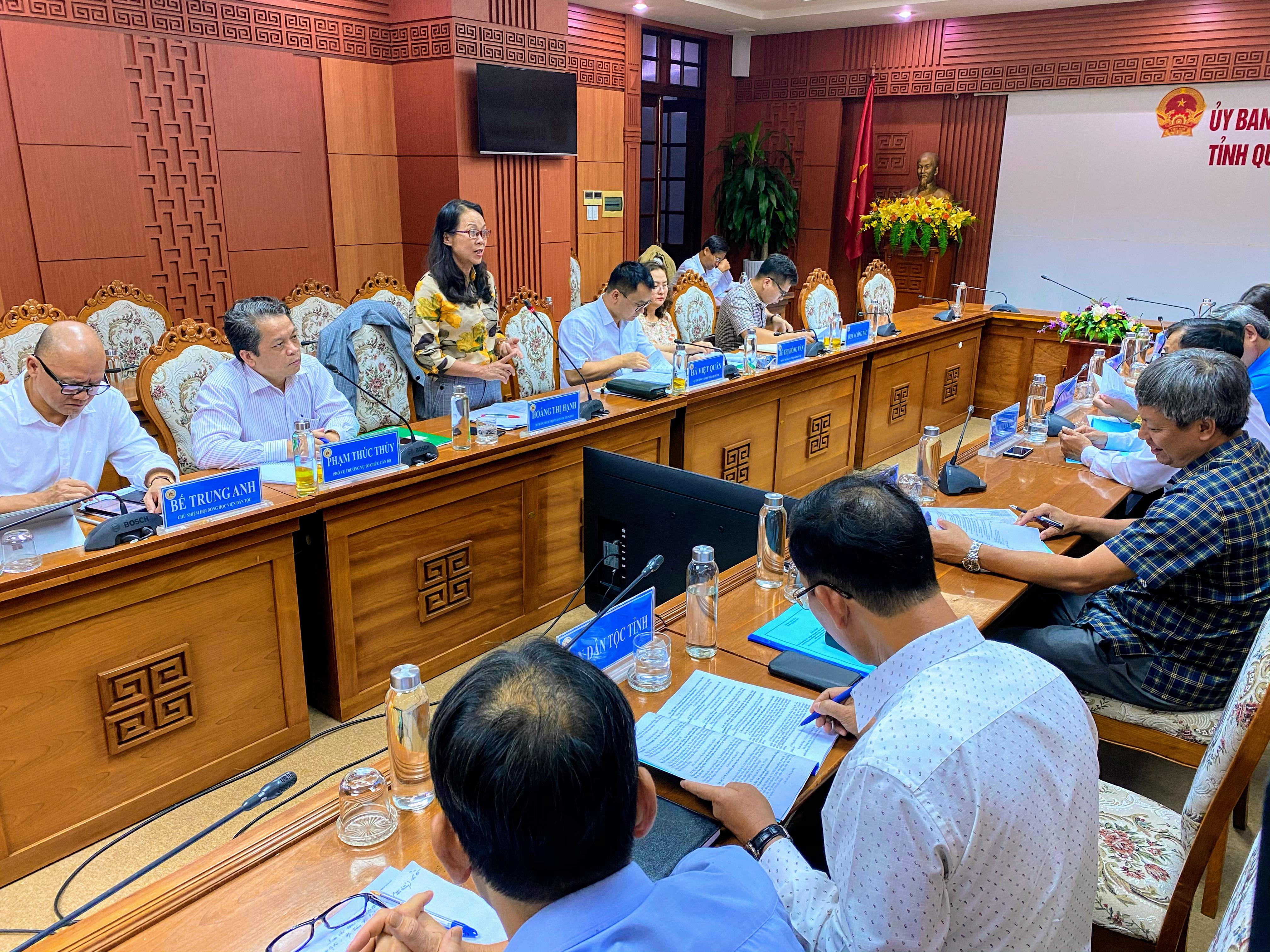Thứ trưởng, Phó Chủ nhiệm Ủy ban Dân tộc Hoàng Thị Hạnh phát biểu tại buổi làm việc với tỉnh Quảng Nam