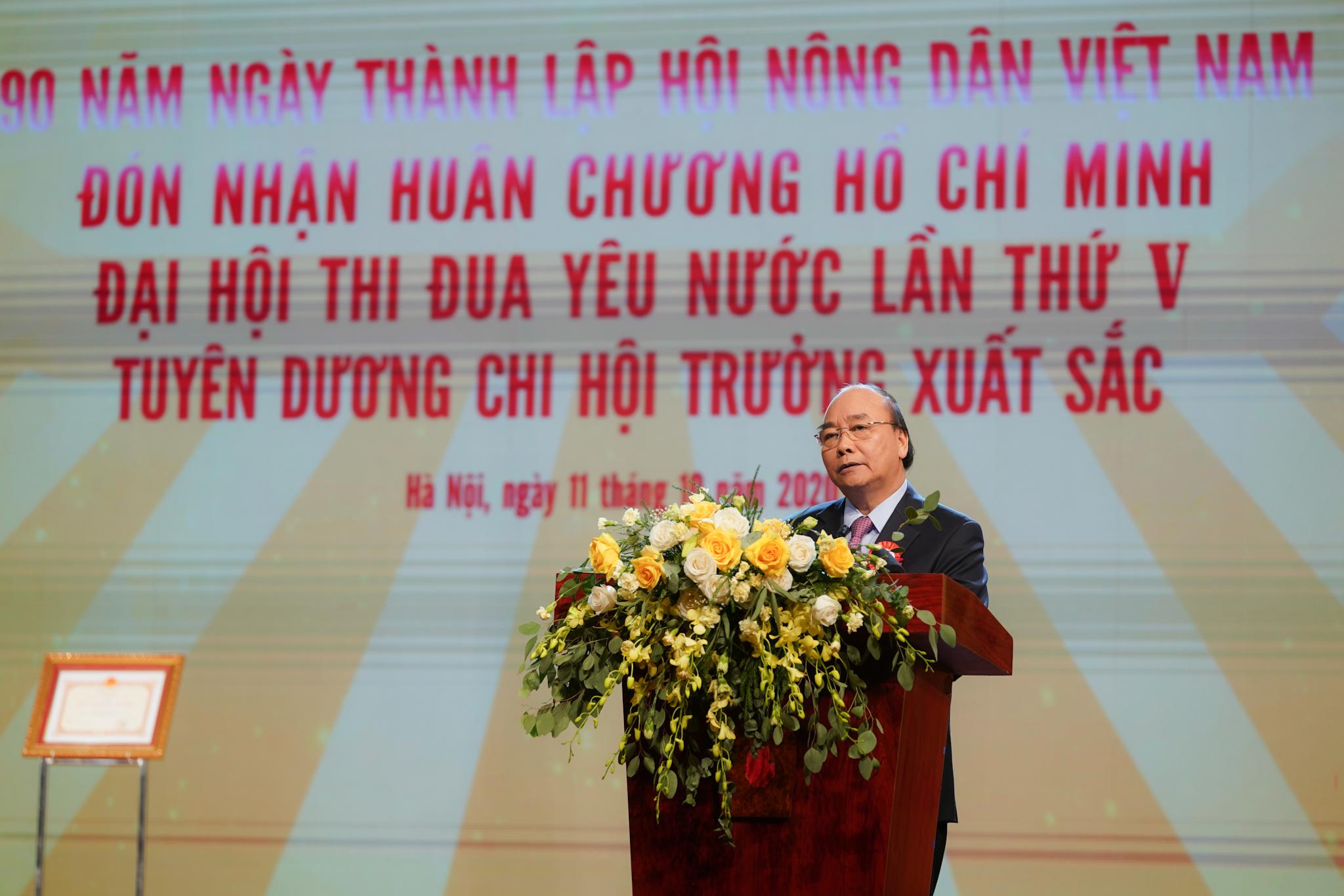 Thủ tướng Nguyễn Xuân Phúc phát biểu tại lễ kỷ niệm 90 năm thành lập Hội Nông dân Việt Nam. Ảnh: VGP/Quang Hiếu