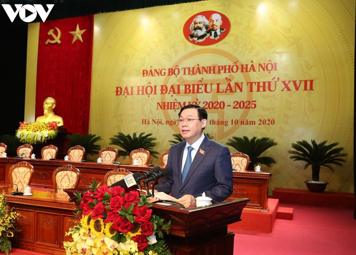 Bí thư Thành ủy Hà Nội Vương Đình Huệ phát biểu tại phiên trù bị.