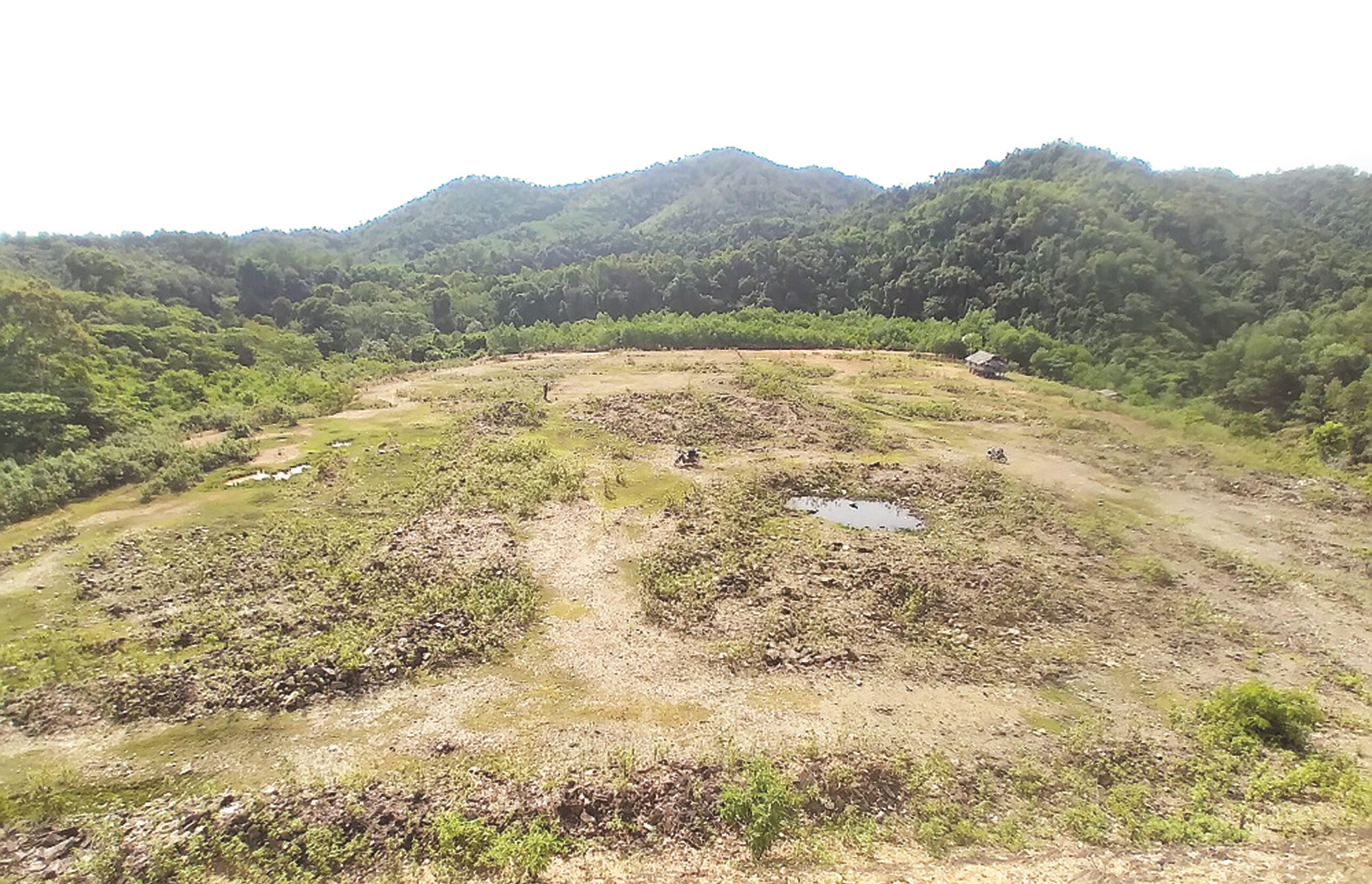 Khu vực bố trí TĐC cho người dân vùng ảnh hưởng thiên tai của xã Lạng Khê, huyện Con Cuông vẫn đang là bãi đất hoang