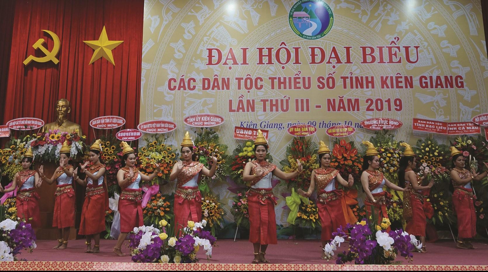 Tiết mục văn nghệ chào mừng Đại hội Đại biểu các DTTS tỉnh Kiên Giang lần thứ III năm 2019.