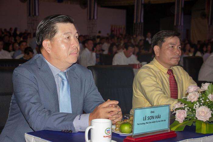 Ông Lê Sơn Hải, Thứ trưởng, Phó chủ nhiệm Ủy ban Dân tộc đến dự và cắt băng khánh thành Dự án