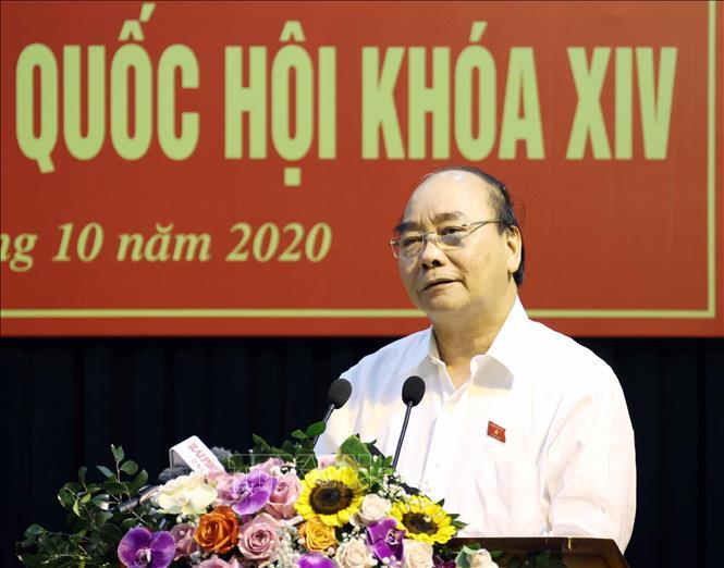 Thủ tướng Nguyễn Xuân Phúc phát biểu tại buổi tiếp xúc cử tri Câu lạc bộ Bạch Đằng. Ảnh: Thống Nhất/TTXVN