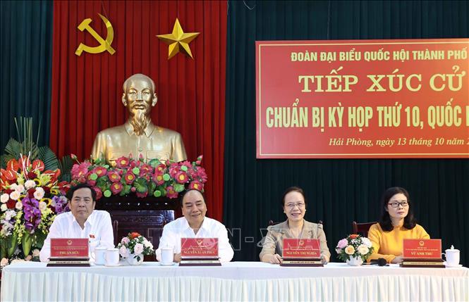 Thủ tướng Nguyễn Xuân Phúc và các đại biểu Quốc hội thành phố Hải Phòng tại buổi tiếp xúc cử tri. Ảnh: Thống Nhất/TTXVN