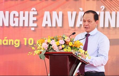Thứ trưởng Bộ Giao thông Vận tải Nguyễn Nhật phát biểu tại buổi lễ hợp long cầu Cửa Hội