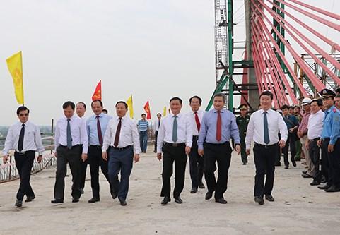 Lãnh đạo Bộ Giao thông Vận tải và Nghệ An, Hà Tĩnh kiểm tra thực tế công trường