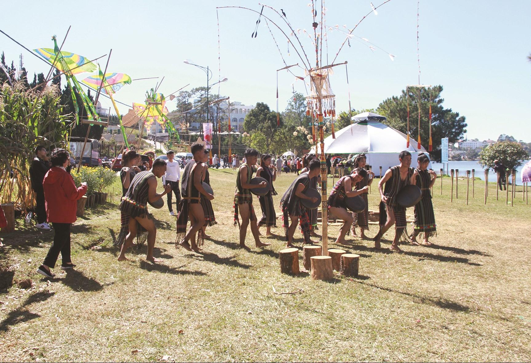 Đồng bào DTTS Lâm Đồng phát huy giữ gìn các giá trị văn hóa truyền thống.