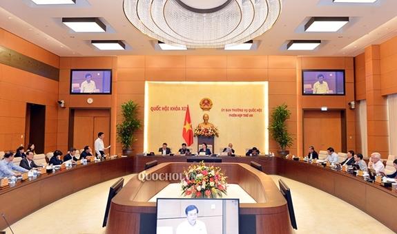 Tổng Thư ký Quốc hội Nguyễn Hạnh Phúc báo cáo công tác chuẩn bị Kỳ họp thứ mười. Ảnh: quochoi.vn