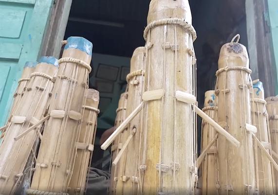Những cây đàn Chapi ông Mấu Hồng Thái chế tác