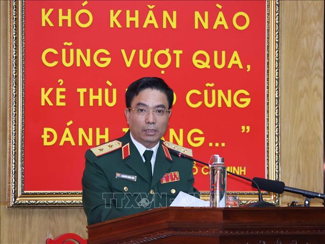 Trung tướng Nguyễn Doãn Anh, Tư lệnh Quân khu 4 báo cáo tại buổi làm việc. Ảnh: Thống Nhất/TTXVN