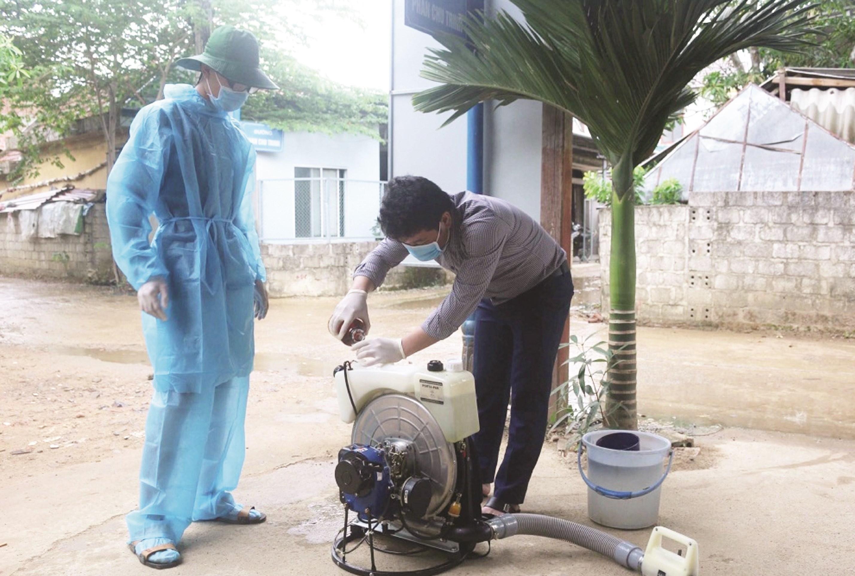 Sau lũ lụt, ngành Y tế Quảng Bình triển khai các chiến dịch diệt lăng quăng, bọ gậy và phun hóa chất diệt muỗi