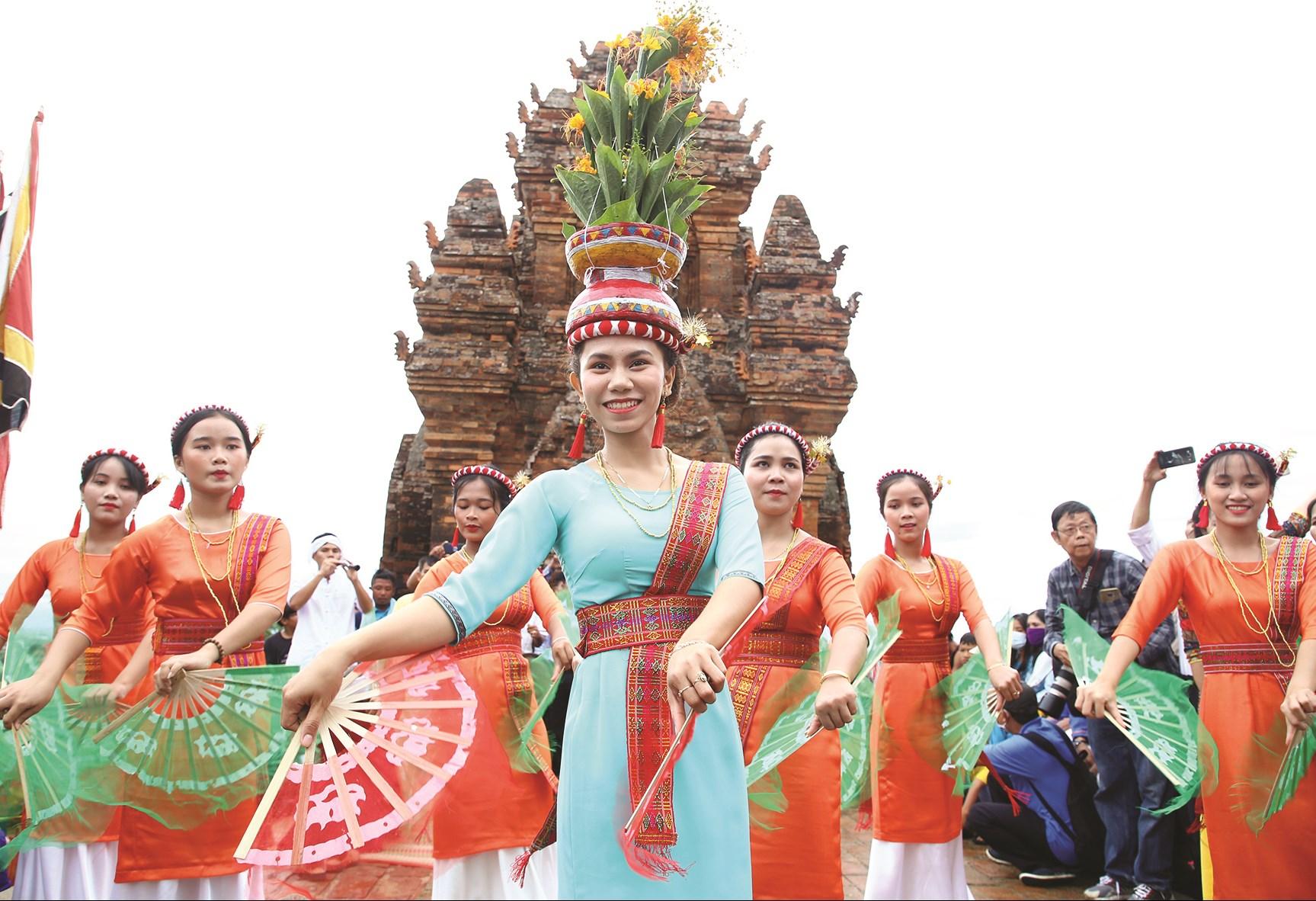 Điệu múa Chăm trong Lễ hội Katê năm 2020