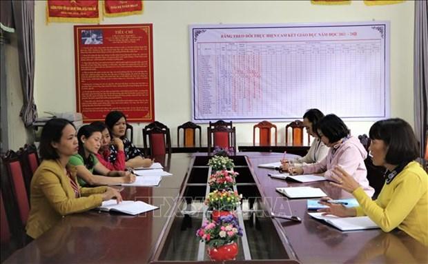 Ban giám hiệu nhà Trường Phổ thông dân tộc bán trú Tiểu học Lản Nhì Thàng, huyện Phong Thổ tổ chức họp các tổ chuyên môn, để đưa ra giải pháp phù hợp. Ảnh: Đinh Thùy-TTXVN