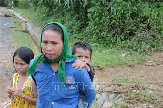 Bà Hồ Thị Khá (52 tuổi, dân tộc Vân Kiều) đã cho đoàn cứu hộ mượn tạm nhà của mình làm Sở chỉ huy cứu nạn tiền phương vào đêm 18/10.