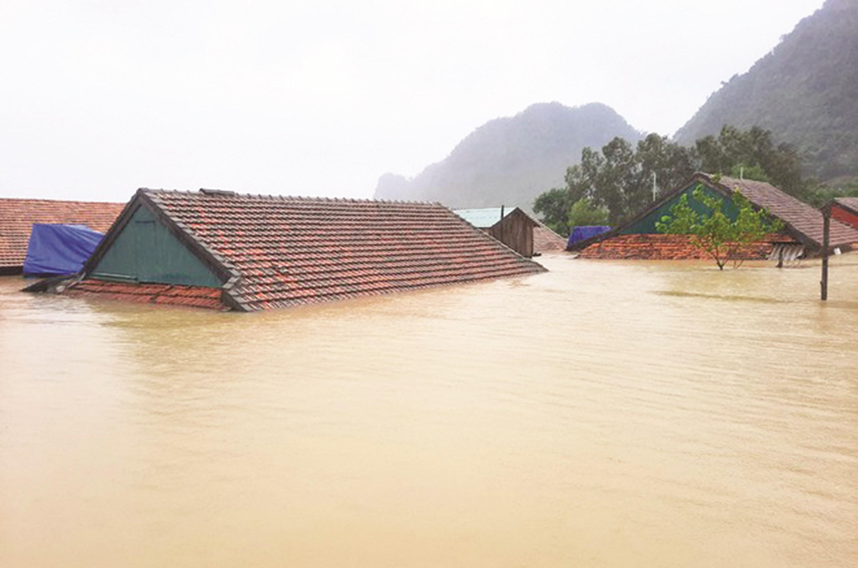 """""""Rốn lũ"""" xã Tân Hóa, huyện Minh Hóa (Quảng Bình) bị nhấn chìm sâu trong nước lũ kinh hoàng. Ảnh CTV"""
