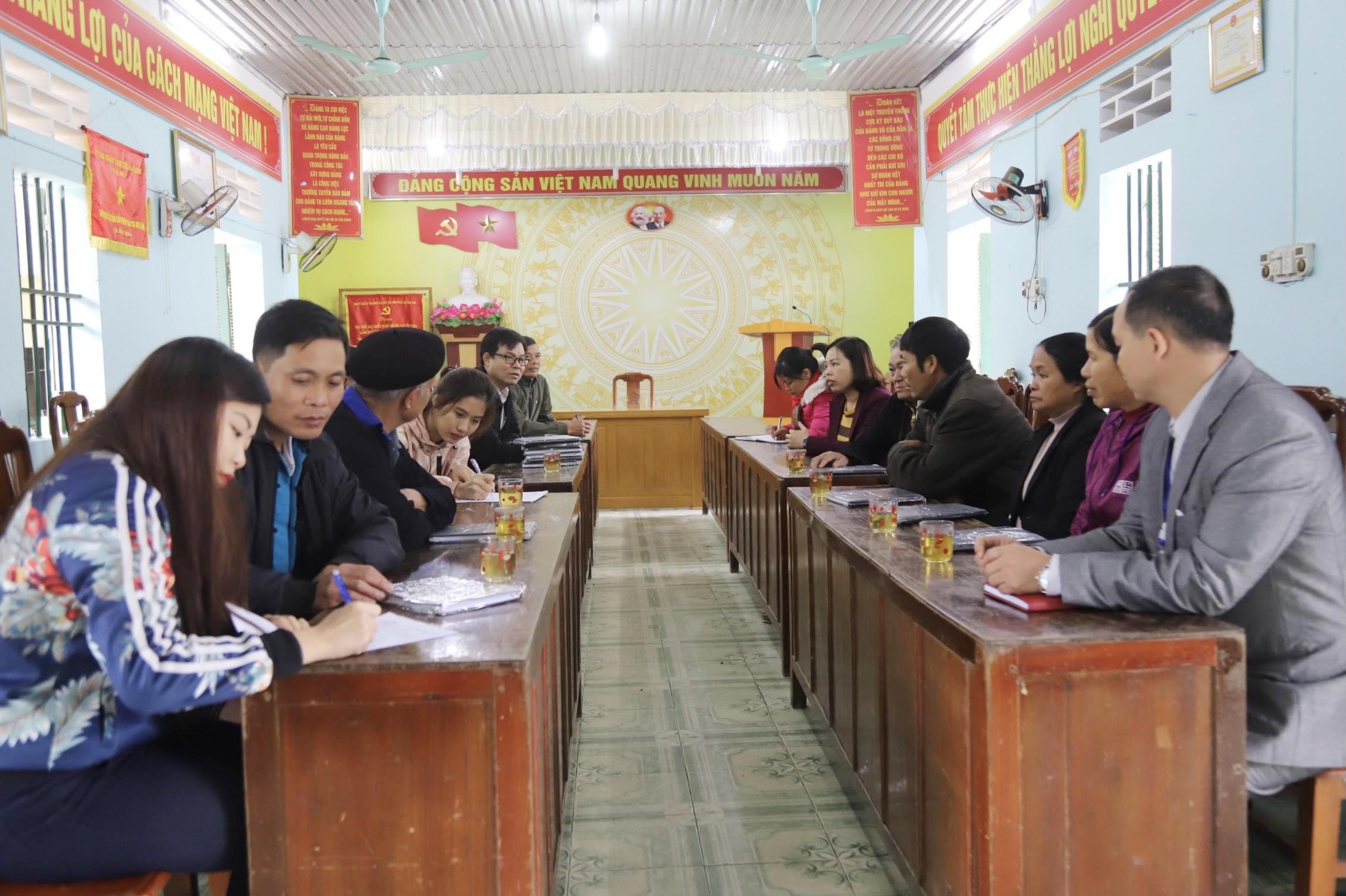 Đoàn công tác Báo Dân tộc và Phát triển làm việc tại xã Quyết Tiến, huyện Quản Bạ (Hà Giang) về công tác phát hành Báo cho Người có uy tín