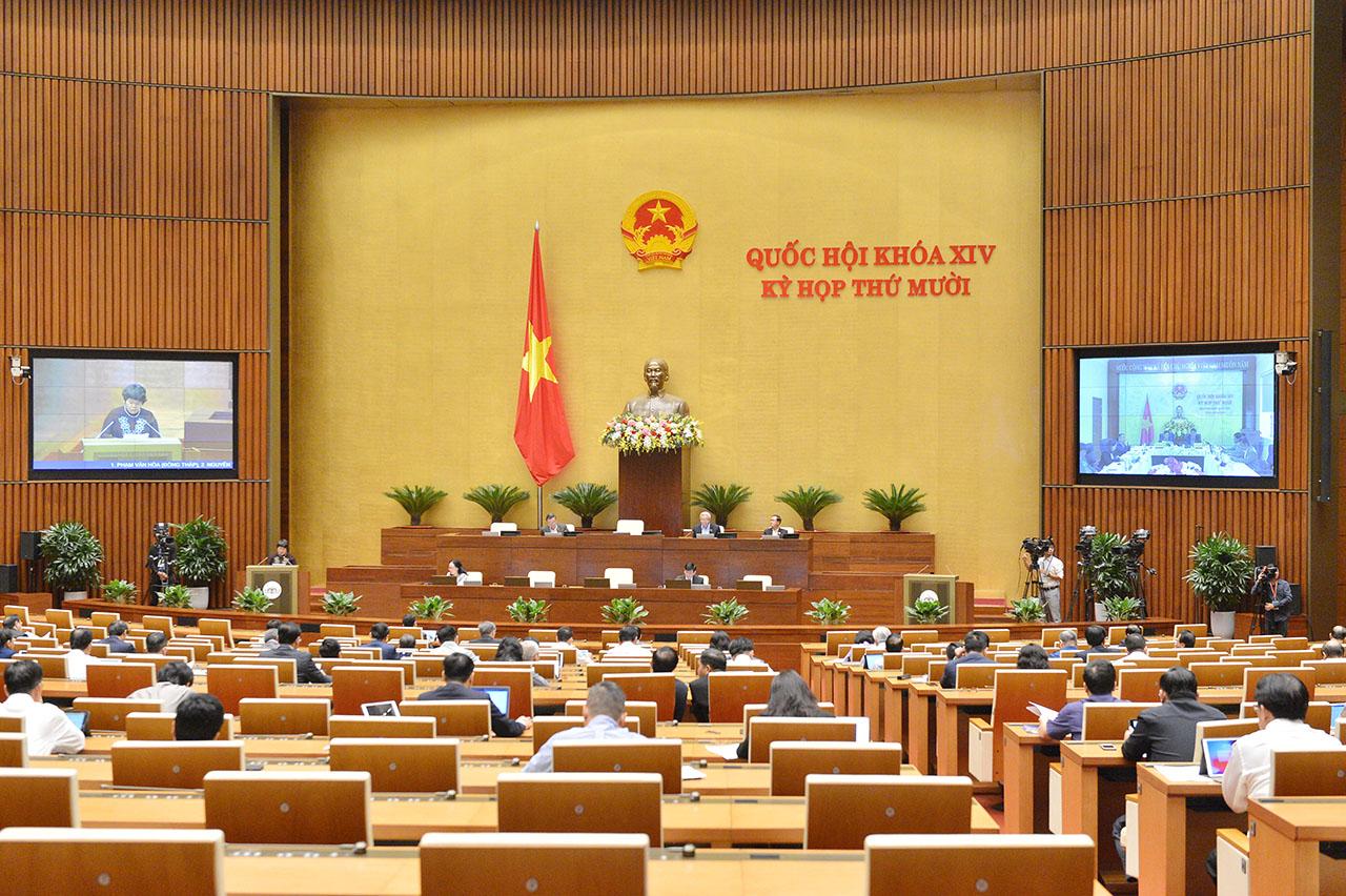 Đại biểu Quốc hội trong phiên làm việc tại hội trường ngày 23/10.
