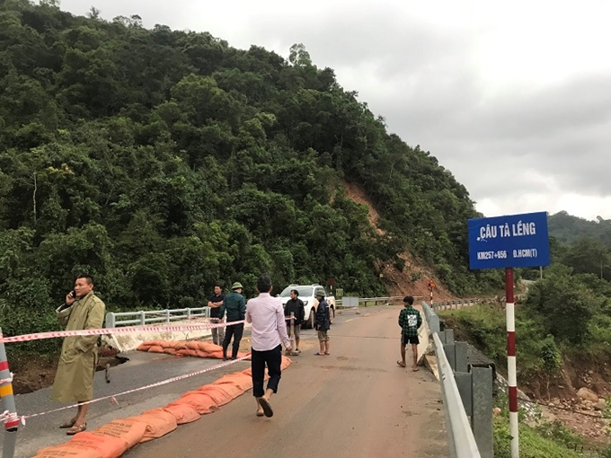 Tỉnh Quảng Trị hiện cấm các phương tiện lưu thông qua cầu Tà Lềng