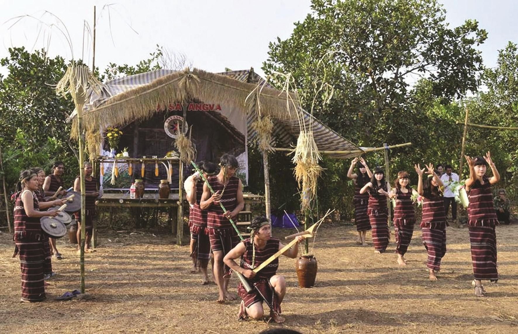 Lễ hội Sayangva (mừng lúa mới) của đồng bào Chơ Ro tại TP. Long Khánh