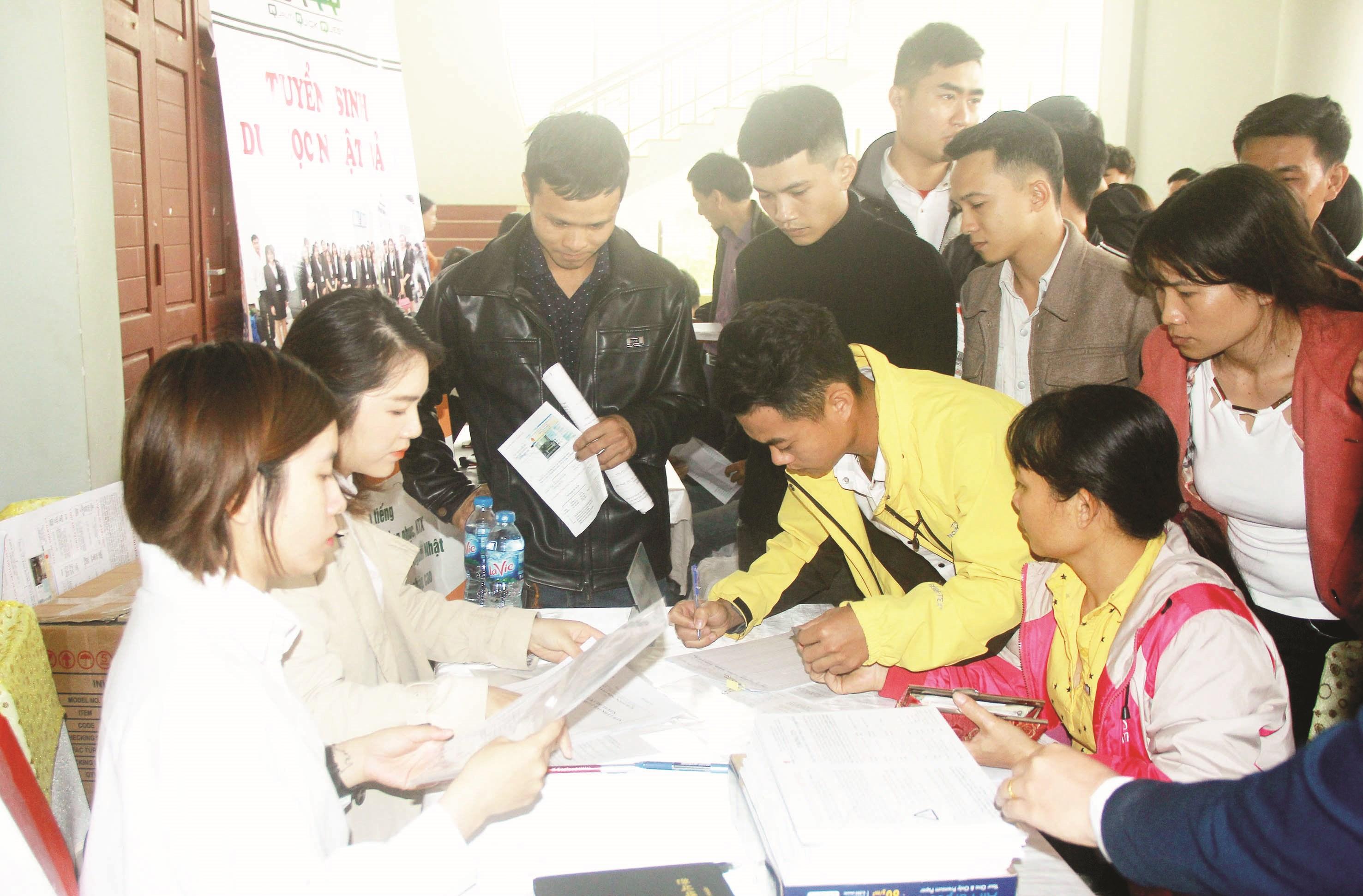 Tư vấn giới thiệu việc làm tại huyện miền núi Như Xuân (Thanh Hóa)