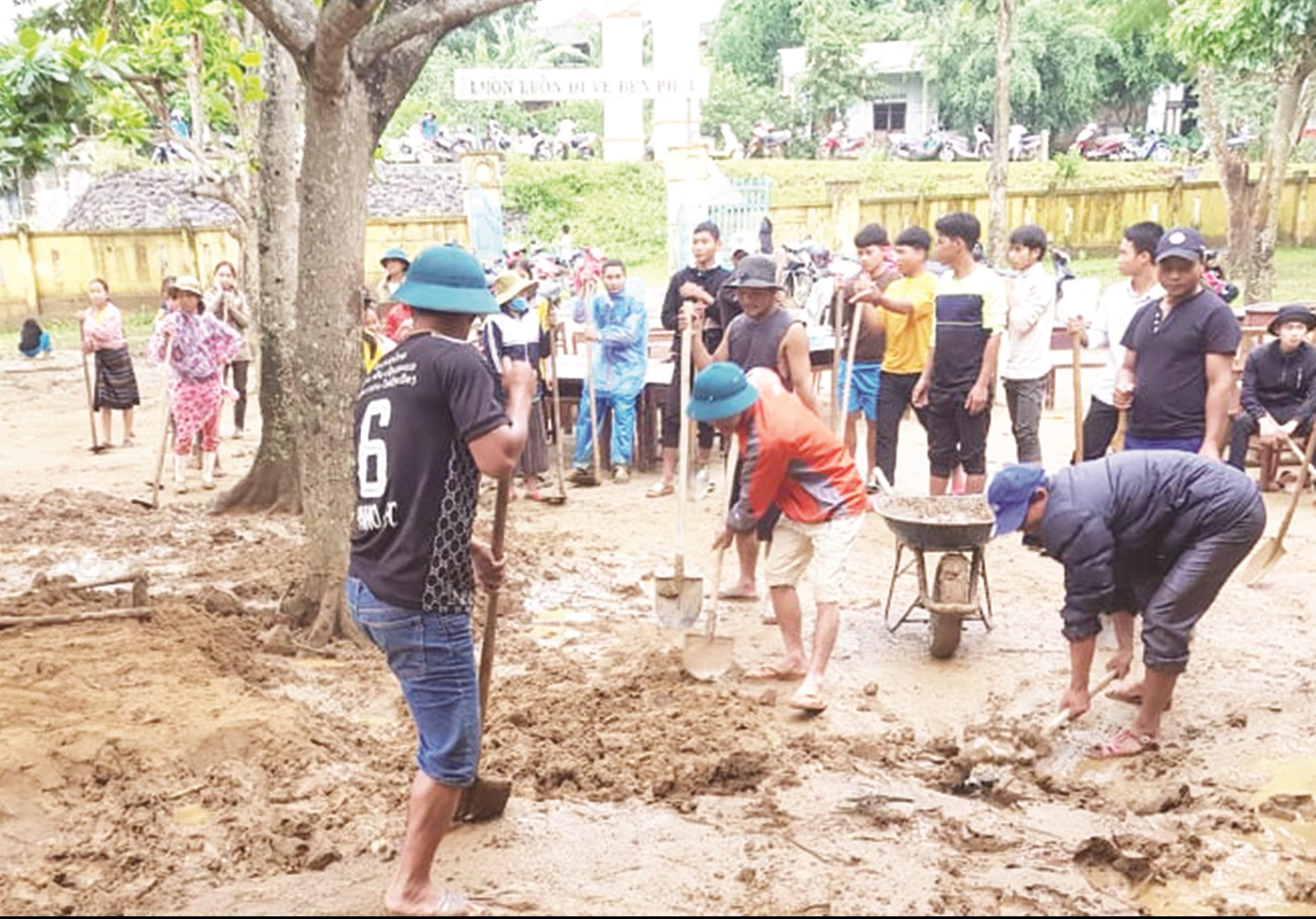Điểm trường Pa Nho, Trường Tiểu học số 1 thị trấn Khe Sanh, huyện Hướng Hóa (Quảng Trị) ngổn ngang sau bão lũ