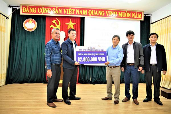 Điện lực Ninh Bình quyên góp hơn 80 triệu đồng ủng hộ đồng bào miền Trung