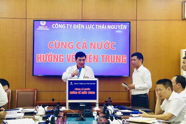 Cán bộ công nhân viên Điện lực Thái Nguyên ủng hộ đồng bào miền Trung