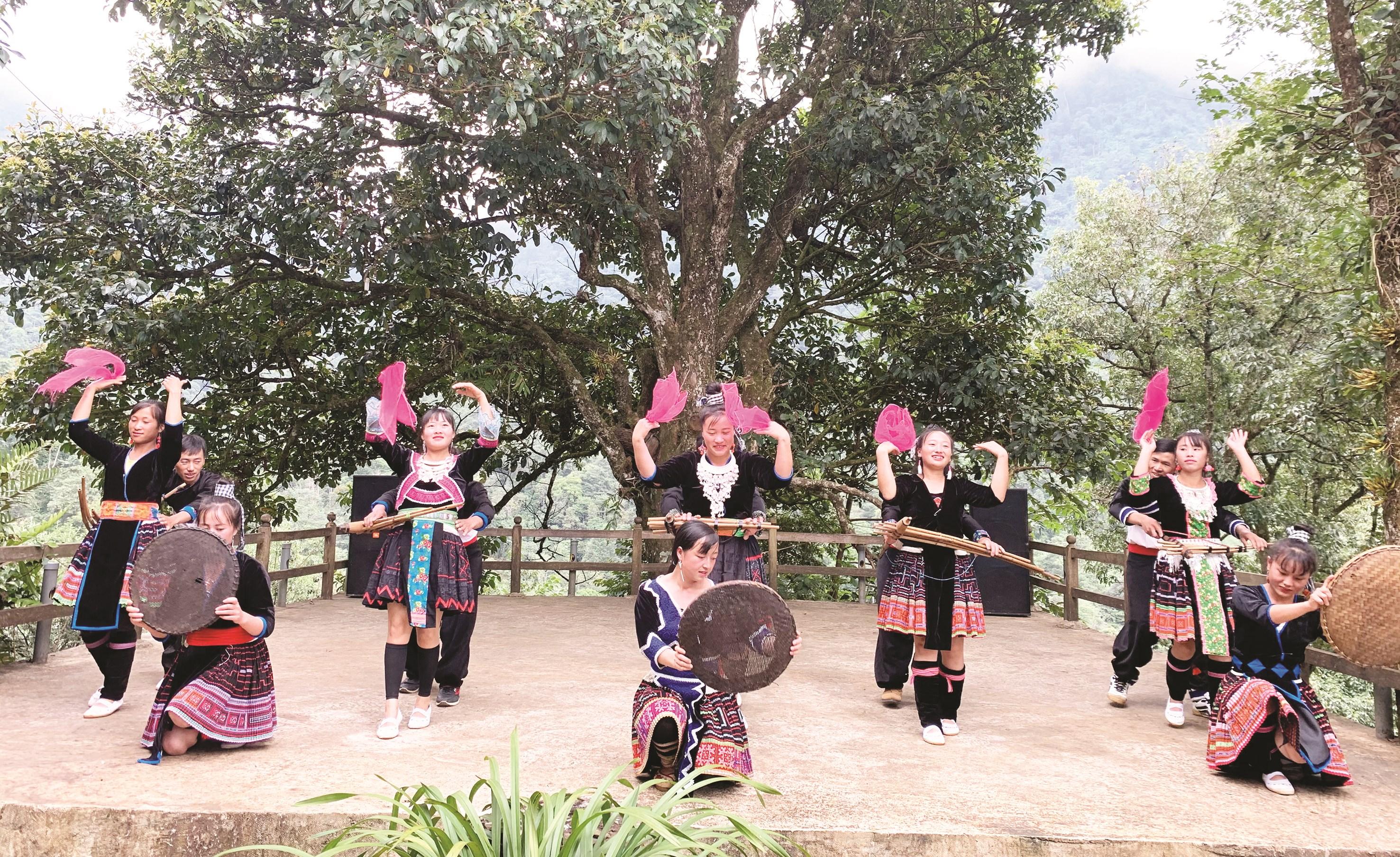 Du lịch Lai Châu với đậm đà bản sắc văn hóa các dân tộc luôn thu hút được du khách trong và ngoài nước.