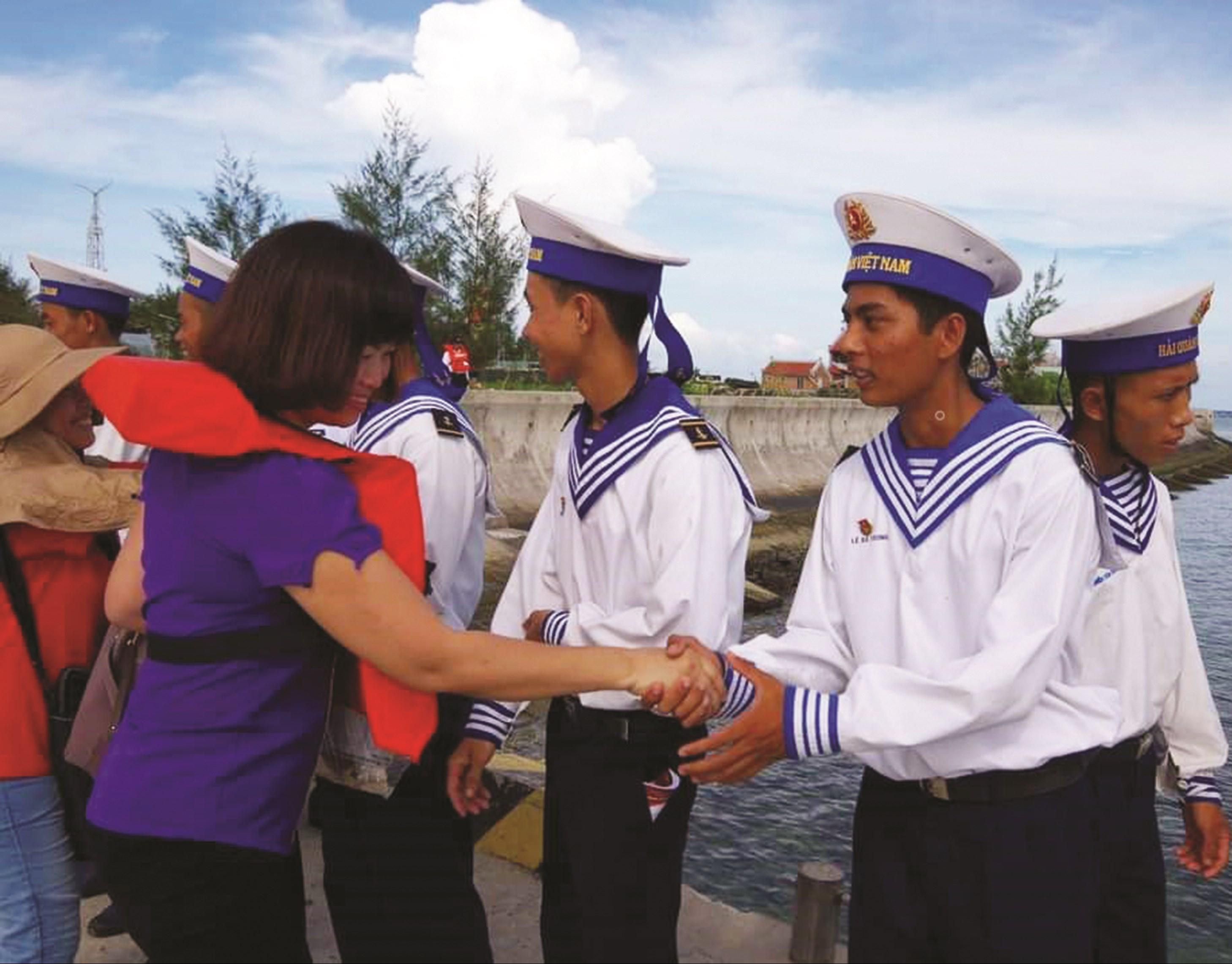 Nhà báo Phương Hạ, Báo Dân tộc và Phát triển tác nghiệp ở Trường Sa