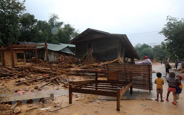 Cuộc sống người dân xã Hướng Việt bị đảo lộn do mưa lũ