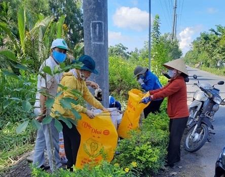 """Mô hình """"tuyến đường không rác thải nhựa"""" của Hội LHPN thị trấn Bảy Ngàn"""