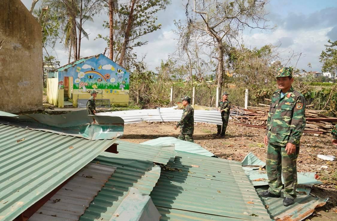Hàng trăm trường học, cơ sở y tế của Quảng Ngãi bị hư hỏng sau bão số 9. Ảnh VGP/Quang Hiếu