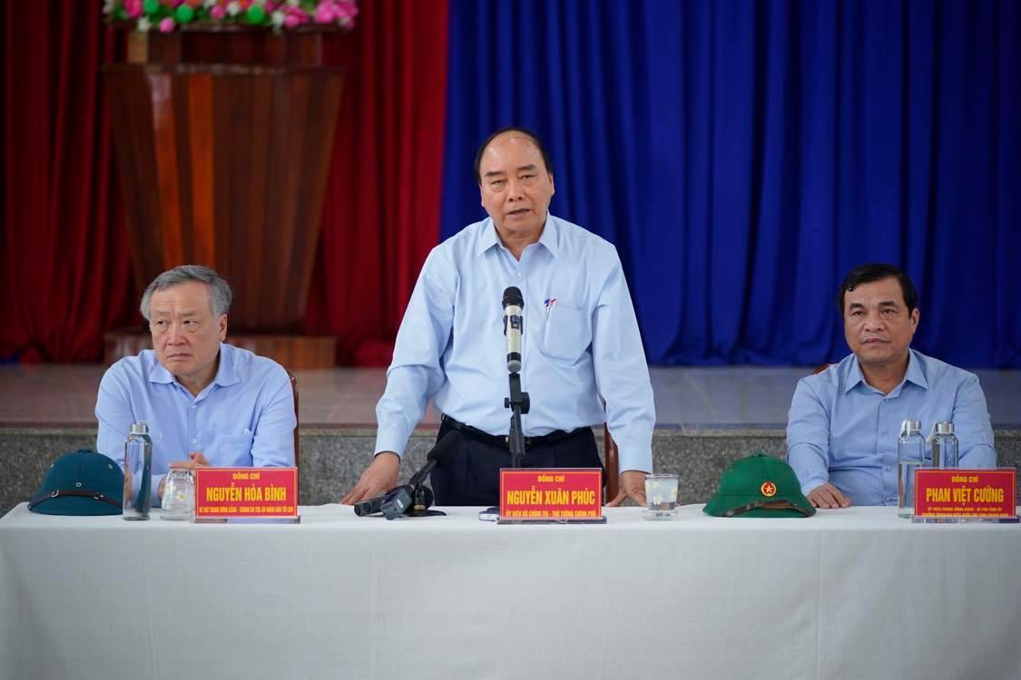 Thủ tướng yêu cầu địa phương tuyệt đối không để người dân thiếu đói, màn trời chiếu đất. Ảnh VGP/Quang Hiếu