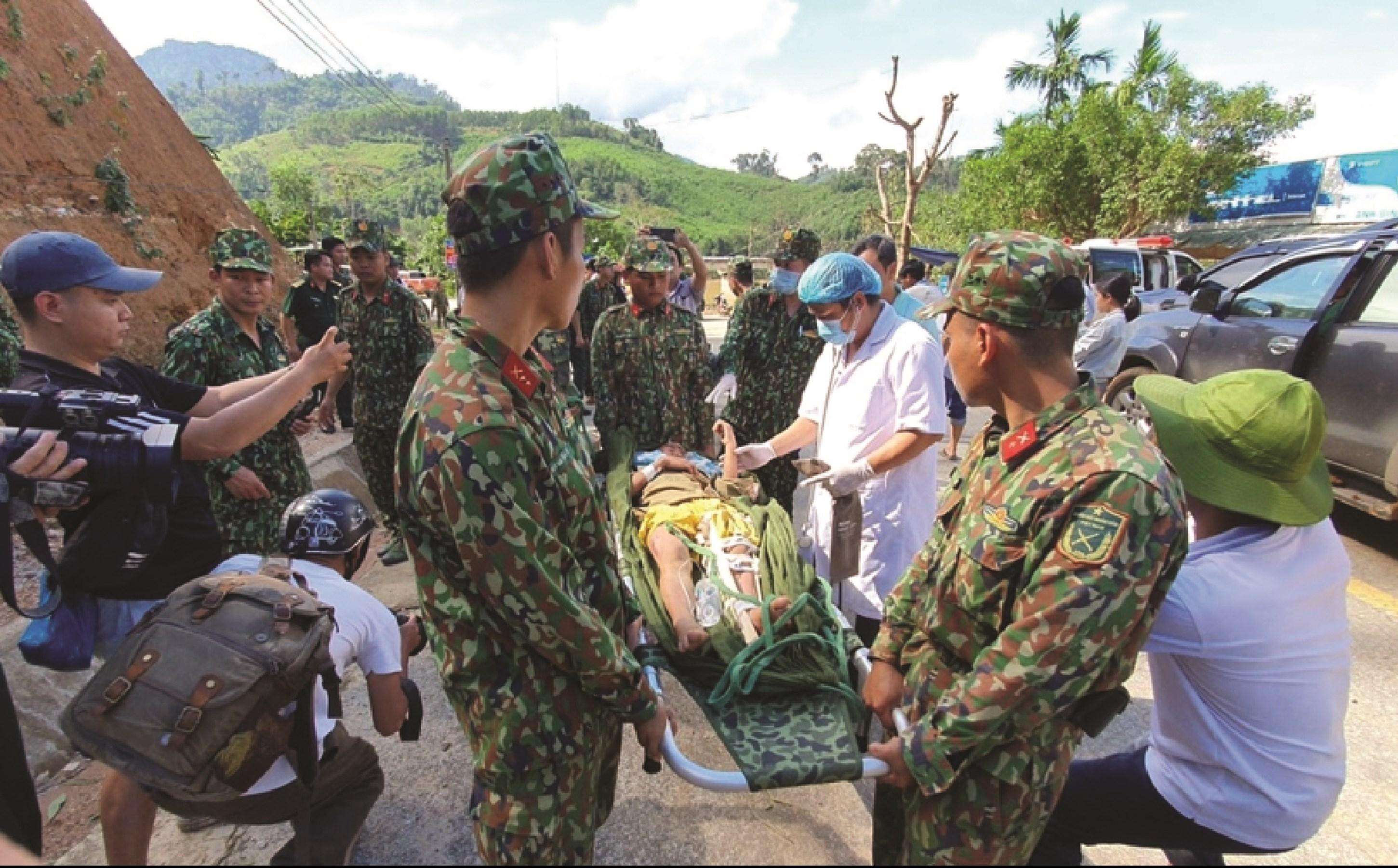 Những nạn nhân may mắn thoát chết trong vụ sạt lở đất kinh hoàng vùi lấp 45 người ở xã Trà Leng