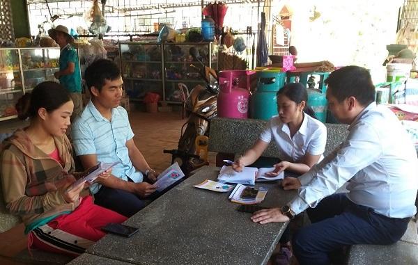 Nghệ An là đang là địa phương dẫn đầu cả nước về phát triển BHXH tự nguyện (Trong ảnh: Tuyên truyền chính sách BHXH tự nguyện đến người dân trên địa bàn tỉnh )