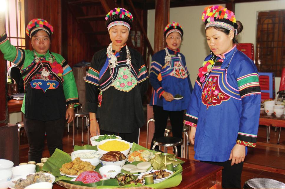 Lớp trao truyền phương thức chế biến ẩm thực truyền thống của đồng bào Phù Lá tại xã Lùng Phình, huyện Bắc Hà (Lào Cai)