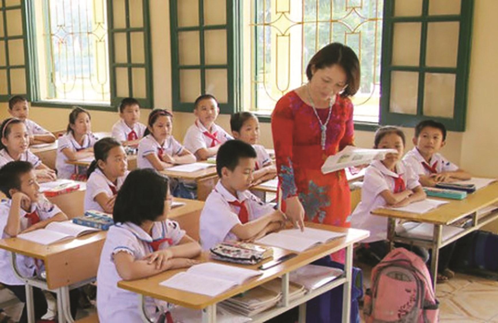 Cần giảm tải gánh nặng sổ sách để giáo viên có thời gian bồi dưỡng về chuyên môn. Ảnh minh họa