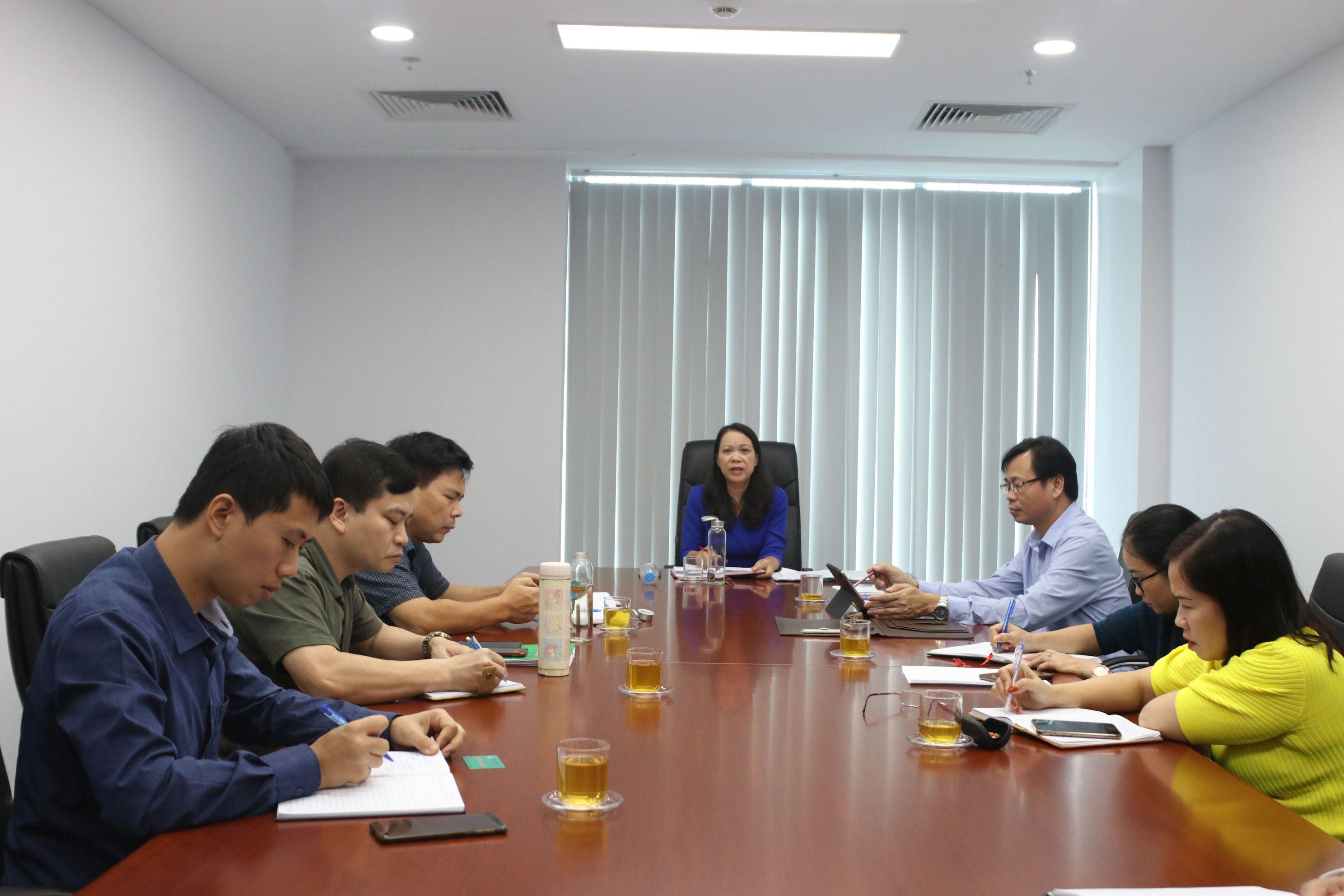 Thứ trưởng, Phó Chủ nhiệm UBDT Hoàng Thị Hạnh chủ trì buổi làm việc.