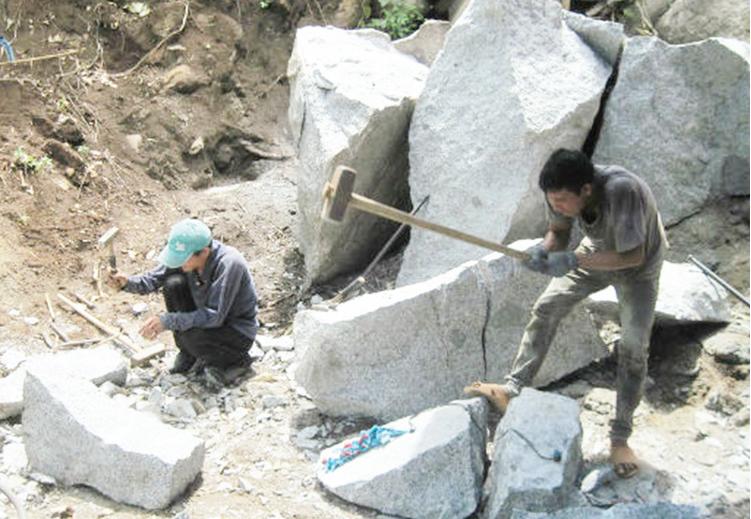 Người lao động ở Lục Yên làm theo mùa vụ nên không có HĐLĐ, BHXH.