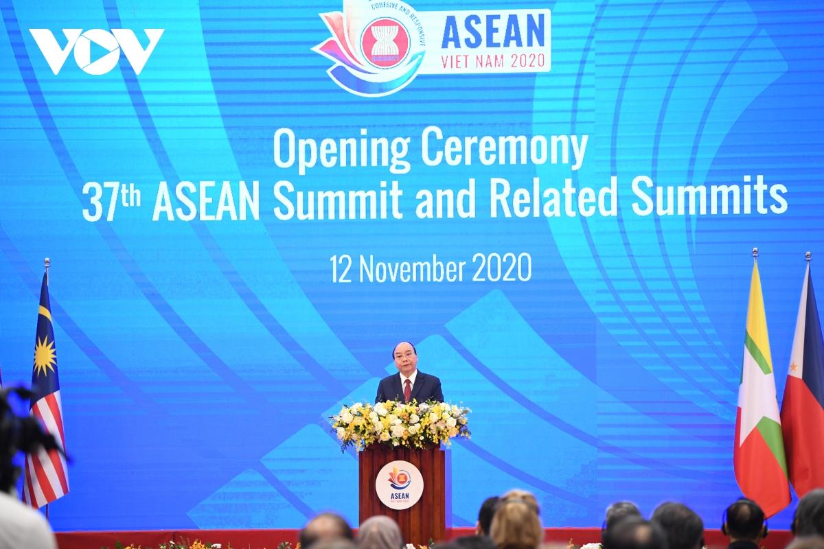 Thủ tướng phát biểu khai mạc Hội nghị Cấp cao ASEAN lần thứ 37.