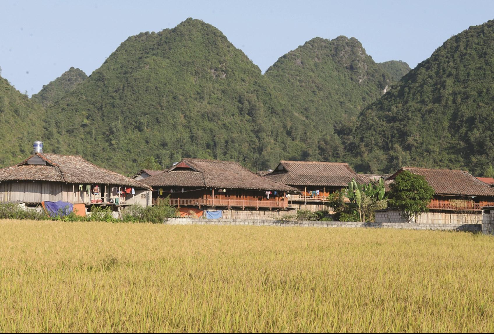 Những ngôi nhà sàn mang nét đặc trưng của đồng bào DTTS ở Bắc Sơn