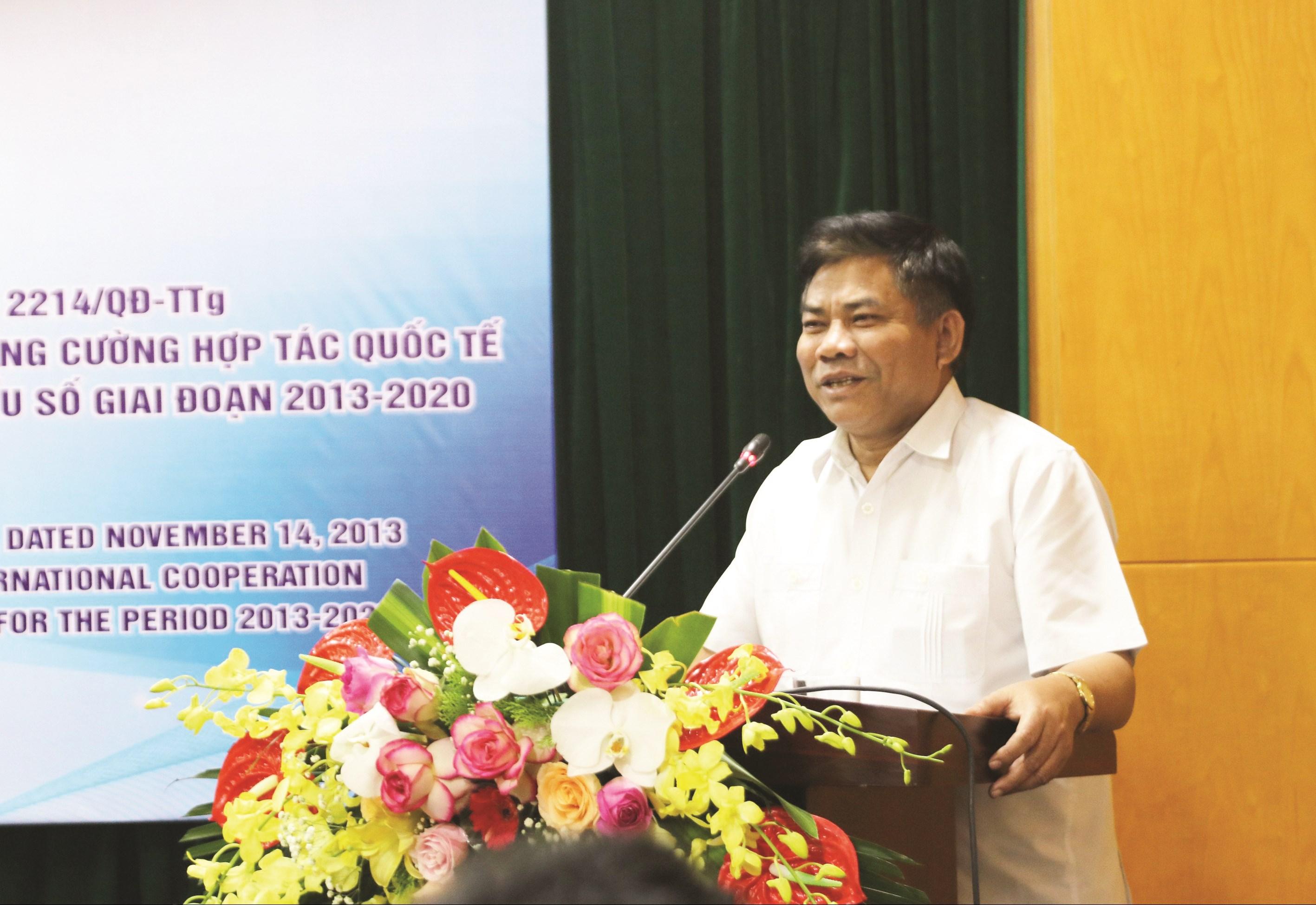 Thứ trưởng, Phó Chủ nhiệm UBDT Y Thông phát biểu tại Hội thảo