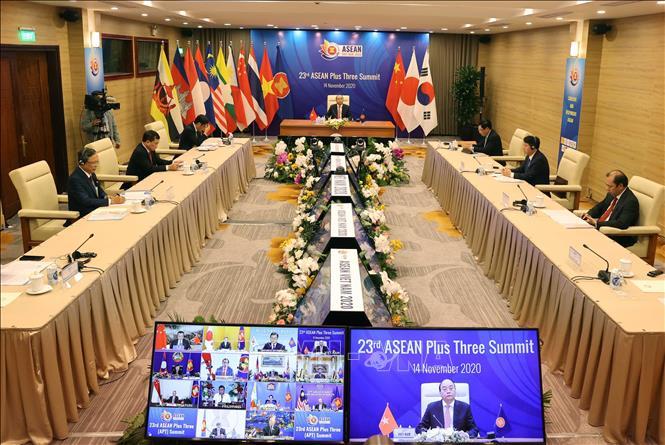 Hội nghị Cấp cao ASEAN+3 lần thứ 23 tại điểm cầu Hà Nội. Ảnh: Thống Nhất/TTXVN