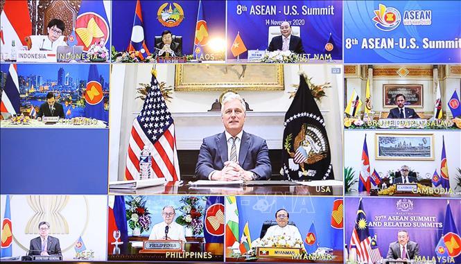 Ông Robert C.Obrien, Cố vấn an ninh quốc gia, Đặc phái viên Tổng thống Hoa Kỳ cùng lãnh đạo các nước ASEAN tham dự hội nghị trực tuyến. Ảnh: Thống Nhất/TTXVN
