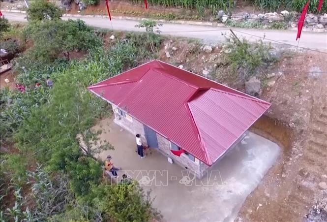 Nhiều hộ nghèo trên địa bàn huyện Vân Hồ, tỉnh Sơn La được các cấp, ngành hỗ trợ làm nhà ở kiên cố. Ảnh: Nguyễn Cường/TTXVN