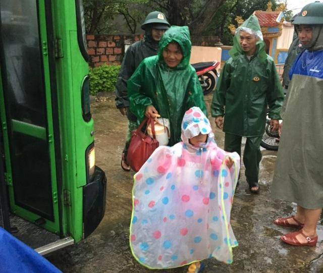 Hà Tĩnh đã di dời hàng ngàn hộ dân đến nới tránh trú bão an toàn - Ảnh CTV