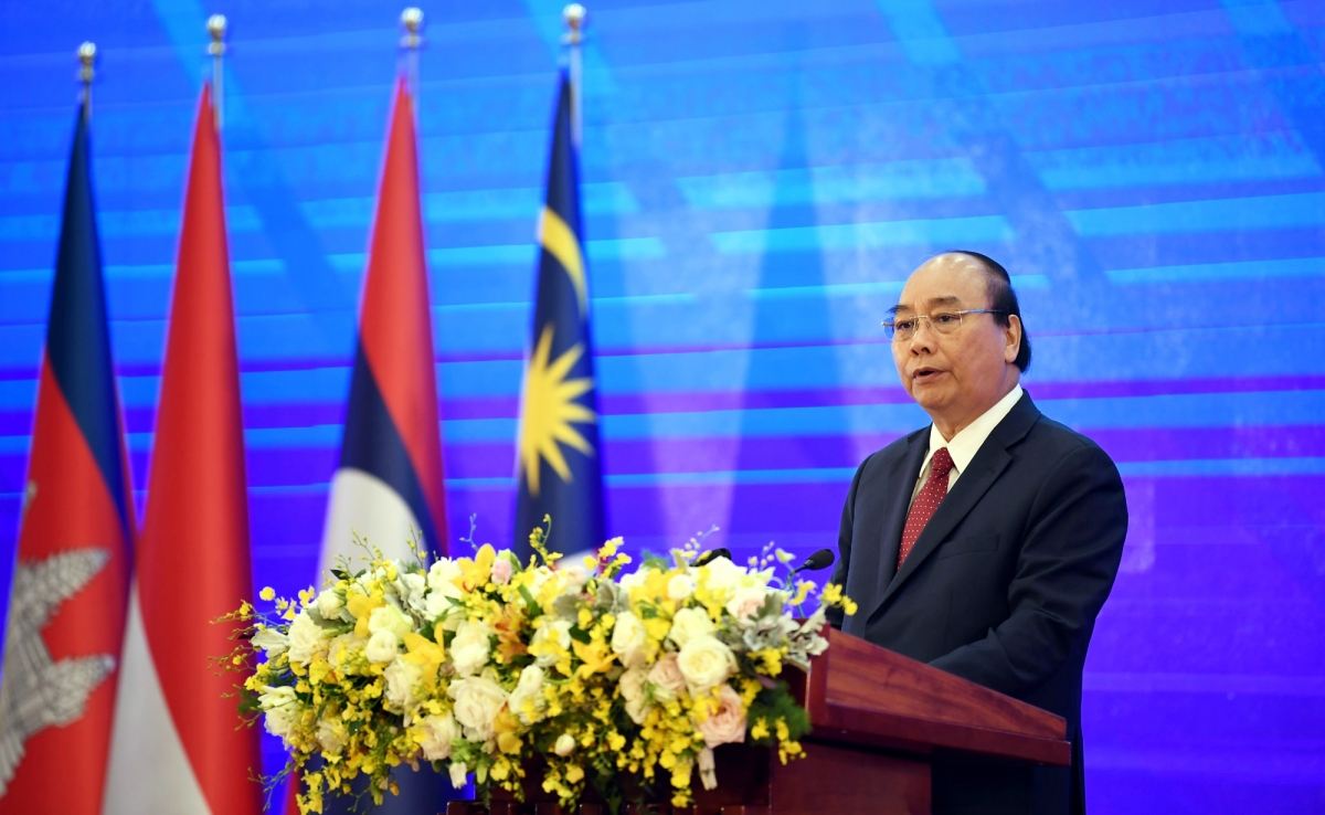 Thủ tướng Nguyễn Xuân Phúc tại phiên khai mạc Hội nghị cấp cao ASEAN 37.